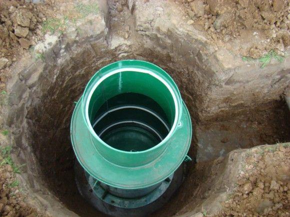 Установка пластикового скважинного кессона