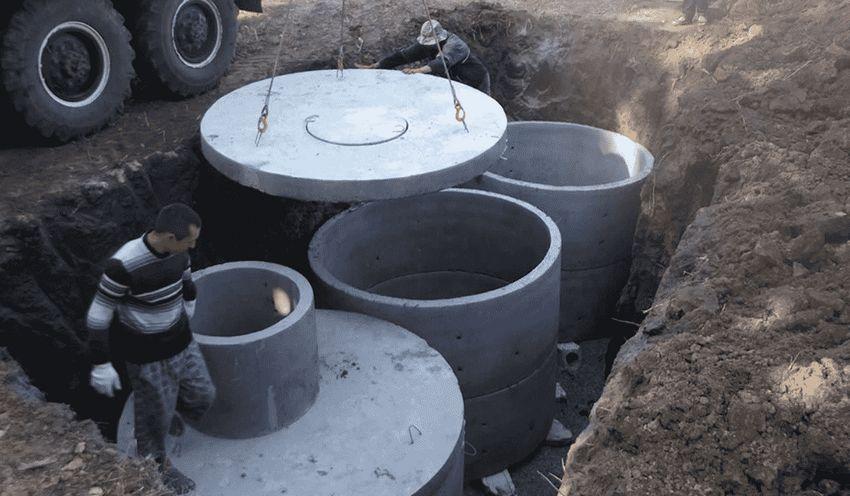 Иллюстрация установки септика из бетонных колец на участке
