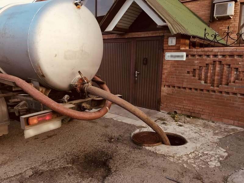 Откачивание канализации ассенизаторами